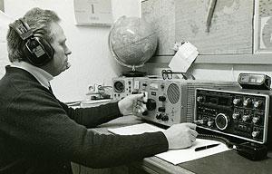 mein Onkel Willi, DL3XH, an seiner Amateurfunk-Station (1980)
