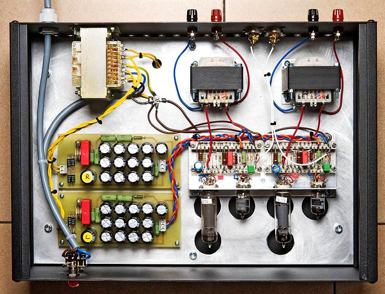 Ursprünglicher Aufbau der EL84-Endstufe auf einem Metallchassis