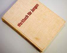 mein Exemplar von 1966 - schon arg ramponiert, um nicht zu sagen: verbastelt...