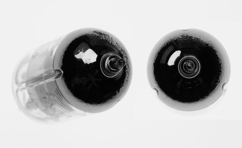 der Glaskörper der 6Ж1П-EB weist drei Längsnuten auf - Foto & © by Michael Münch